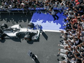 MERCEDES AMG PETRONAS took first place at Silverstone,